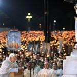 Benedetto XVI: in 500mila a Fatima, in 200mila a San Pietro