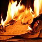 Australia: ateo fondamentalista brucia la Bibbia e il Corano