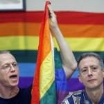 Il leader inglese anti-ratzinger è un omosessuale difensore del sesso con i minori