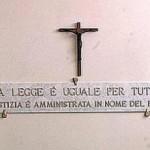 Corte di Cassazione : «in tribunale è ammesso solo il crocifisso»
