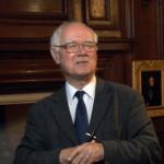 Il fisico Polkinghorne: «nel XXI secolo nuovi legami tra scienza e fede»