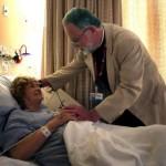 Indagine sociologica: aumentano le persone che pregano per la salute