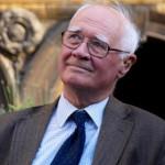 Il fisico Polkinghorne: «la casualità è un dono di Dio alla libertà dell'uomo»