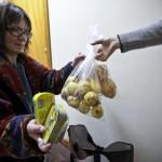 Studio inglese: «persone religiose fanno più beneficenza»