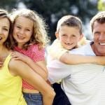 La famiglia uomo e donna, con più figli, è l'unica vera risorsa da favorire