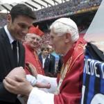 Il breve incontro tra Javier Zanetti, Franco Baresi e Benedetto XVI