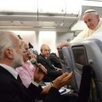 Francesco sgrida i vaticanisti: «scrivono ciò che non penso»