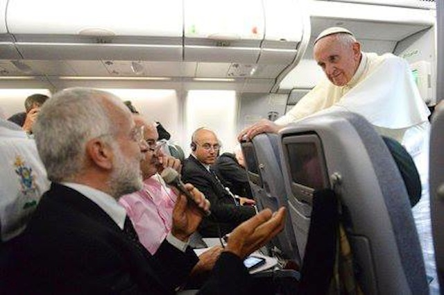 Francesco su aereo