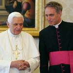 Mons. Georg, segretario di Ratzinger: «Francesco è in linea con Benedetto XVI»