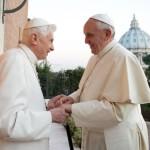 Benedetto XVI sostiene Papa Francesco: «del tutto d'accordo con lui»