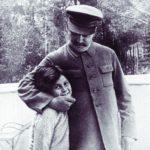 Svetlana Allilueva, l'incredibile conversione cattolica della figlia di Stalin