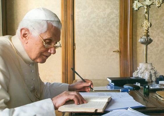 Benedetto XVI scrive