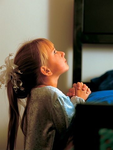 bambina preghiera