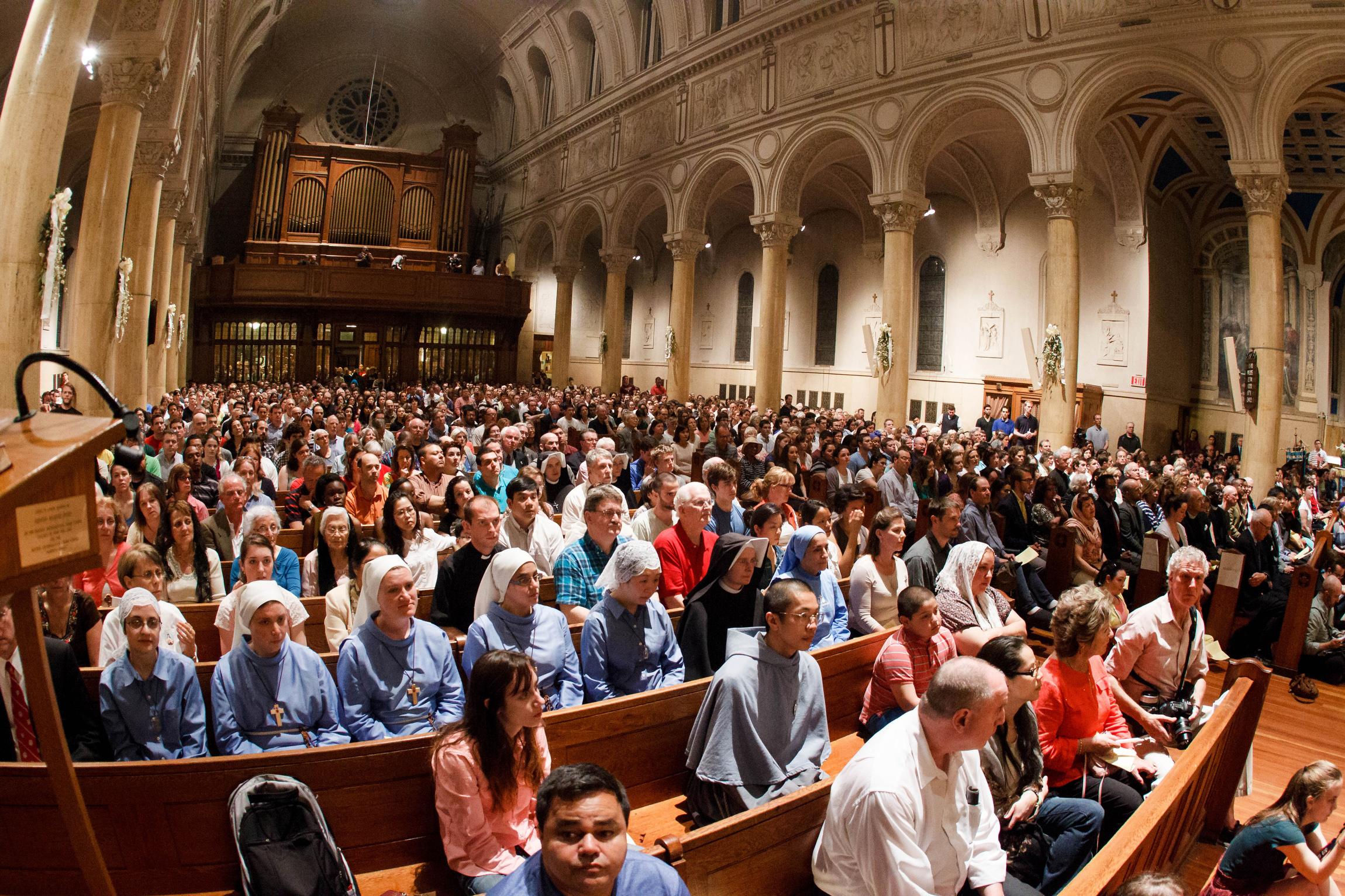 chiesa piena