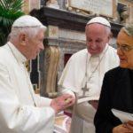 Padre Lombardi: «testimonio la vicinanza di Ratzinger a Francesco»