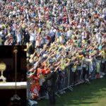 Un milione per il Papa, meno male che era poco amato…