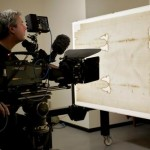 Noto documentarista ateo, David Rolfe, si converte studiando la Sindone