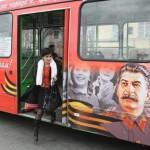 Gli atei russi imitano l'UAAR: autobus con frasi atee e foto di Stalin