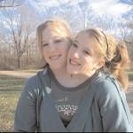Le gemelle siamesi sono felici: scandalo per gli abortisti