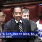 Senatore difende la famiglia, gli omosessuali lo minacciano di morte