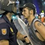 A Madrid anche la gioventù laica: insulti, violenza, arresti, cariche della polizia…