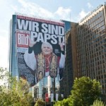 Il quotidiano tedesco Bild festeggia Benedetto XVI con due manifesti giganti