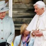 Il popolo inglese si aggrappa al cristianesimo?