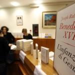 Il nuovo libro del Papa già in cima alle classifiche, delusi i critici