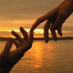 L'amore non basta mai perché va vissuto come segno di Dio