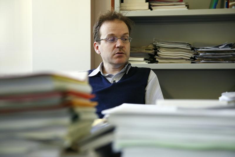 Laurent Lafforgue, médaillé Fields en 2002, dans son bureau à l'IHES