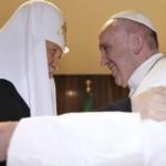 Papa Francesco e Kirill: «in Russia rinasce la fede, spezzate le catene del regime ateo»