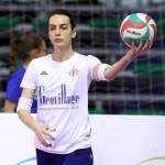 Il trans che gioca nel volley femminile: slealtà e follia della colonizzazione gender