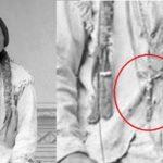 Cosa ci fa un crocifisso sul petto di Toro Seduto?