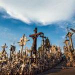 Il Papa in Lituania, dove inginocchiarsi significava sfidare l'ateismo del KGB