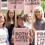 Irlanda del Nord, le donne contro i politici britannici: «tenetevi pure la legge sull'aborto»
