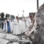 """La """"processione dei santi"""": nella notte di Halloween e nel cuore di Roma"""