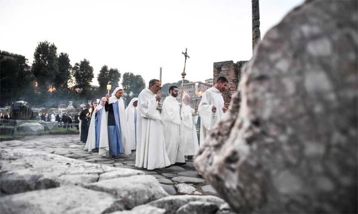 Festa Di Halloween A Roma.La Processione Dei Santi Nella Notte Di Halloween E Nel Cuore Di