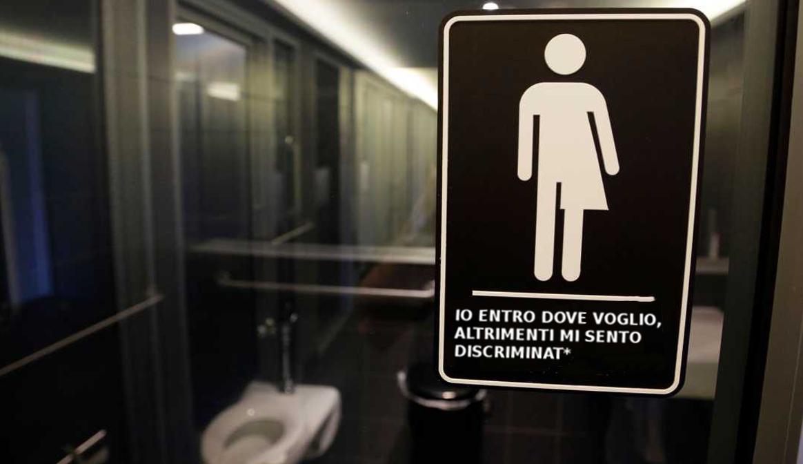 I Bagni Degli Uomini Veri : I trans nei bagni che vogliono scoppia il caos negli stati uniti