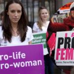 Le leggi pro-life scritte in maggioranza da donne: la ricerca che spiazza